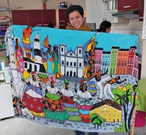 Leandro mit einem Tuch aus ihrer Heimat Bahia, Brasilien.
