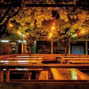 Brunnenviertel bei Nacht