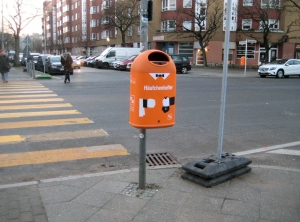 Neuer Mülleimer in der Usedomer Straße Ecke Jasmunder Straße.