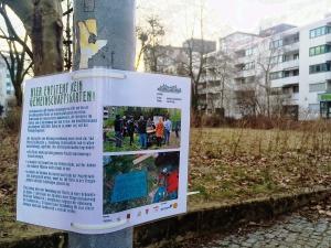 Ein Schild an der Fläche erklärt, warum hier nicht gegärtnert werden darf. Fotos: gruppe F