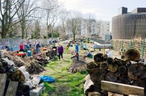 Freilegung der Baufläche im Niemandsland-Garten im April 2018. Foto: Michael Becker