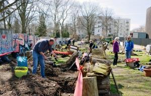 Bauvorbereitungen im Niemandsland-Garten im April 2018. Foto: Michael Becker