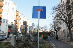 Das Sackgassenschild zeigt an: Hinter der Gleim-Oase geht es derzeit nicht weiter. Der Tunnel ist für den Autoverkehr gesperrt. Foto: Dominique Hensel