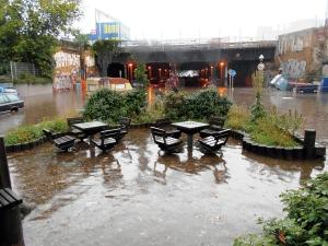 Das Foto zeigt den Gleimtunnel und die Gleim-Oase während der Überschwemmung im Juli 2016. Foto: Dunja Berndt