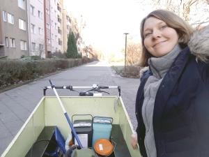 Lastenradtesterin Stefanie Ostertag unterwegs. Foto:. Stefanie Ostertag