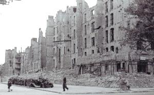 Stralsunder Straße 67-60/Brunnenstraße 58, 1945. Foto: Sammlung Ralf Schmiedecke