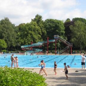 Schwimmen, Sonnenbaden und Pommes mitKultur