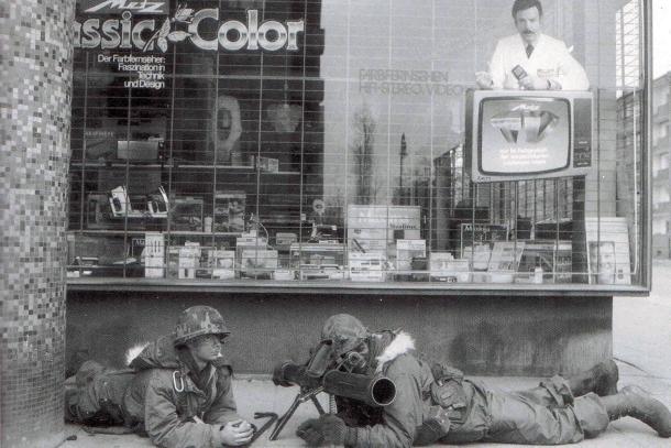 Eine Übung der West-Alliierten um 1978 vor der Eisenkralle. Foto: Sammlung Ralf Schmiedecke